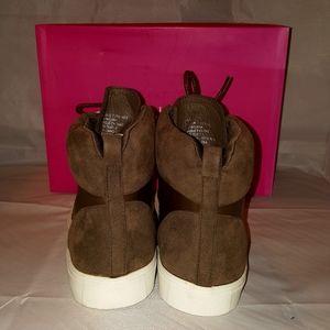 Shoe Dazzle Shoes - Shoedazzle New Olive Sneaker